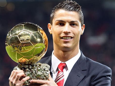 Ronaldo wins the 2017 Ballon d'Or to bring him level with