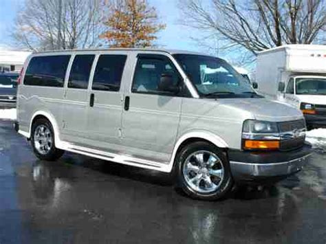 """Purchase used ALL WHEEL DRIVE, 2006 CHEVY EXPRESS """"Santa"""