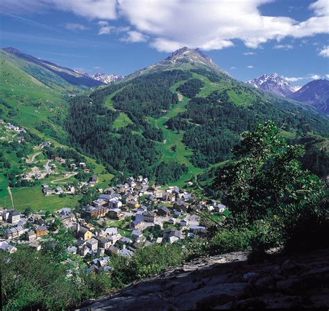 Hotels, Apartments Valloire - Save on your ski holidays today!