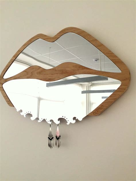 Lips Shaped Mirror - Wooden Frame - day3dream