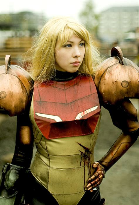 Sexy Real-Life Samus Aran in Life-Sized Power Suit