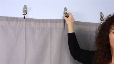 How to Decorate a Guy's Dorm Room Using 3M Hooks for