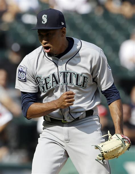 Mariners rally to beat White Sox and cap off series sweep