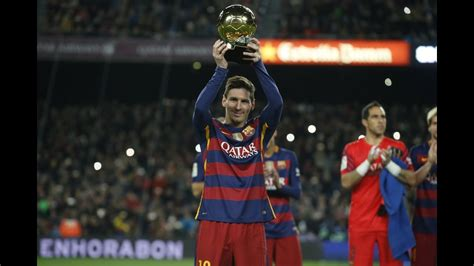 Messi offers the Ballon d'Or to the FC Barcelona